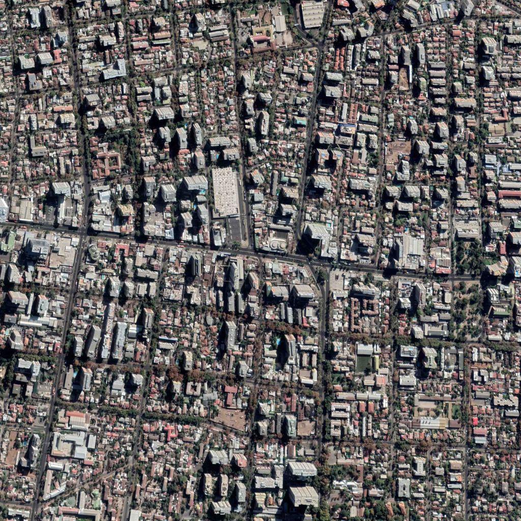 Imagen aérea de Google Earth Pro de Av. Irarrazabal con interseccion Av. Chile-España. Sector de alta verticalización urbana, con normativa que permite construcción en Avenida sobre 20 pisos. Sector de alta rentabilidad del capital urbano.